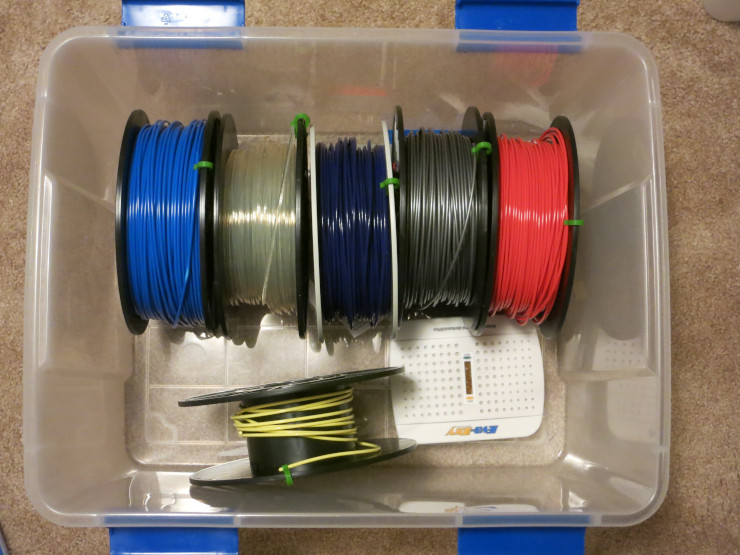 A drying tub to keep filament dry